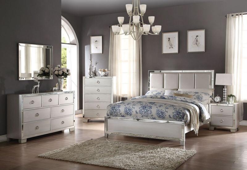 Voeville II Bedroom Set with Upholstered Headboard in Platinum