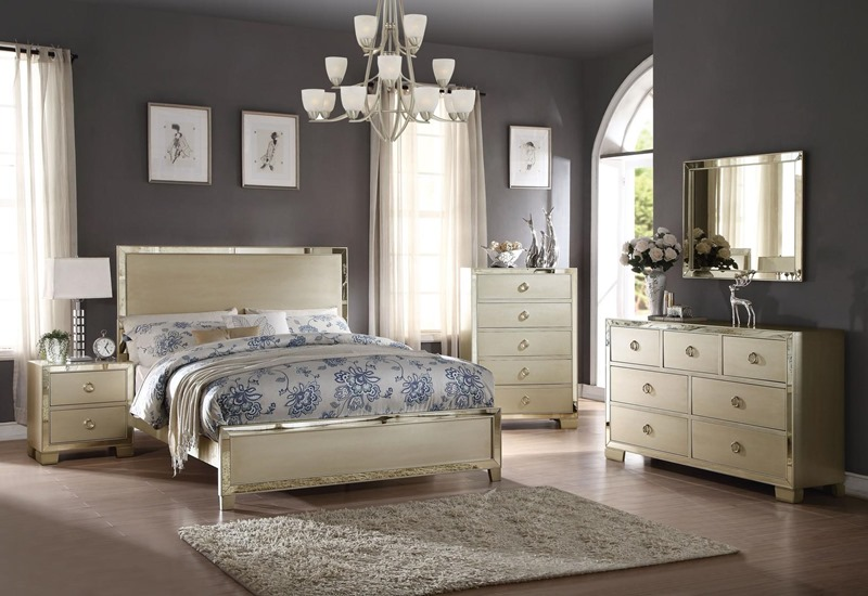 Voeville II Bedroom Set in Champagne