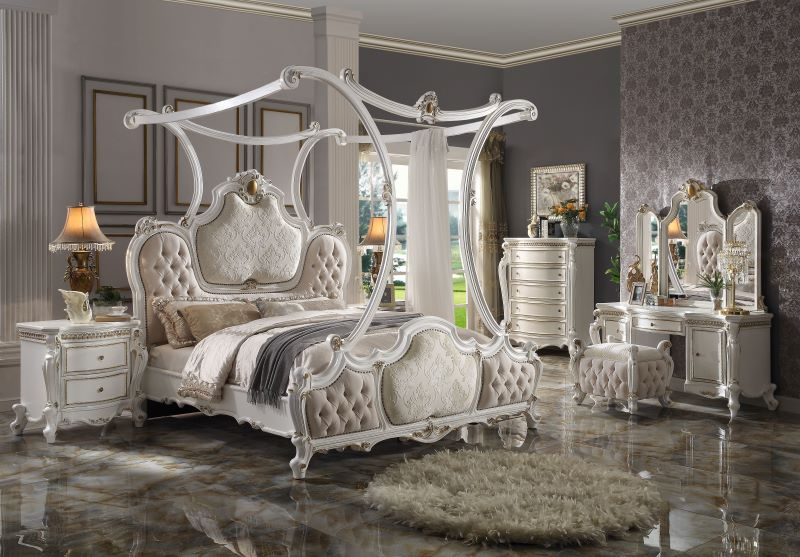 Picardy Formal Canopy Bedroom Set in Antique Pearl