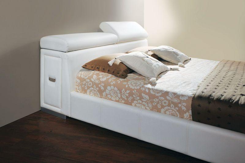 Manjot Bedroom Set in White