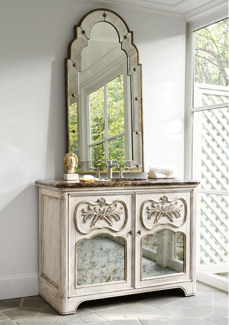 Laurel Sink Chest