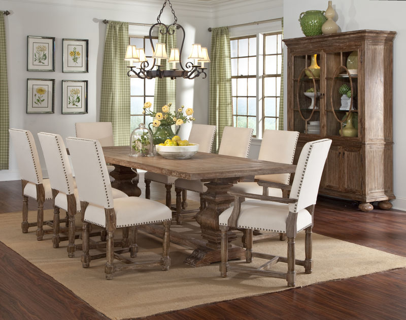 Voranado Dining Room Set