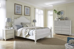 Retreat Poster Bedroom Set in White
