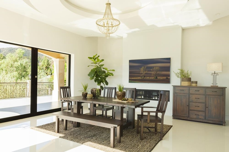 Calandra Dining Room Set