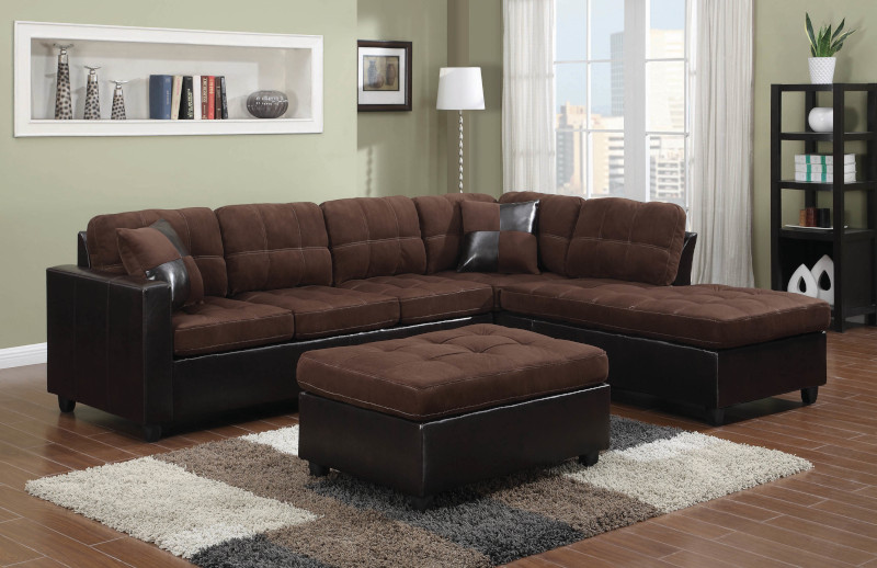 Mallory Sectional Sofa in Chocolate
