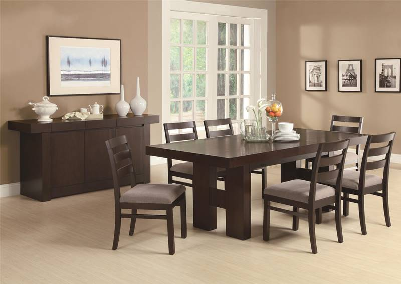 Dabny Casual Dining Room Set