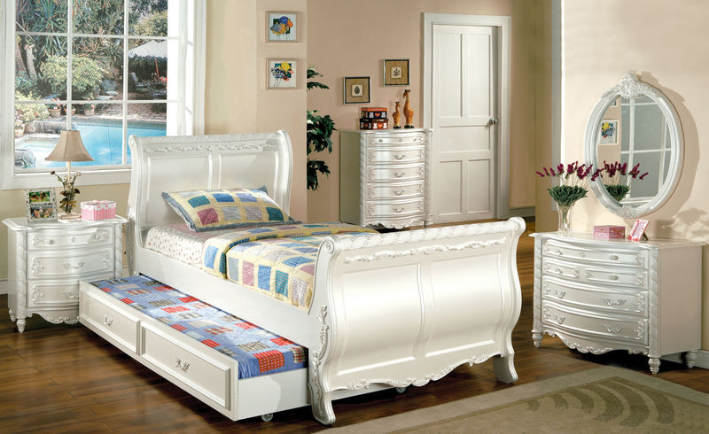 Alexandra Youth Bedroom Set with Sleigh Bed