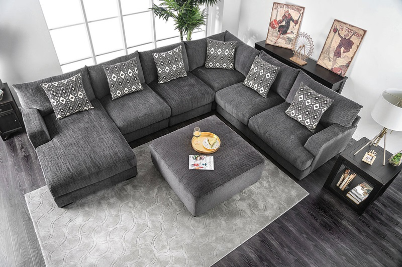 Kaylee Sectional Sofa in Gray