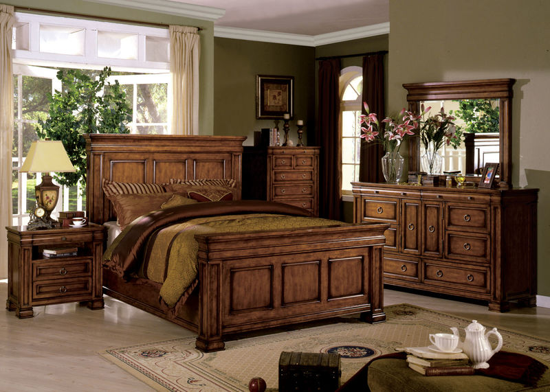 Cambridge Bedroom Set in Tobacco