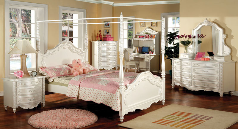 Victoria Youth Bedroom Set with Canopy Bed