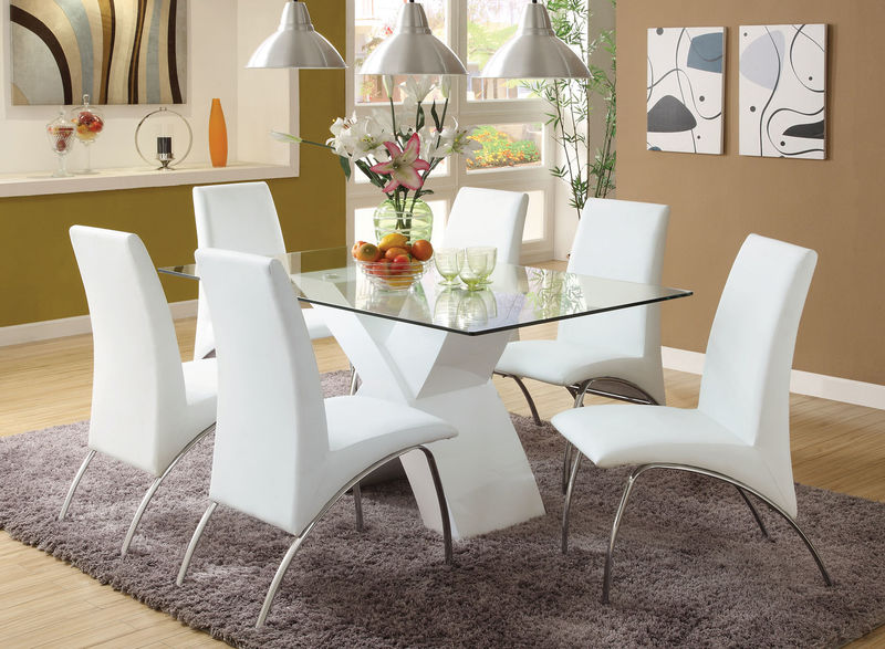 Wailoa Dining Room Set in White