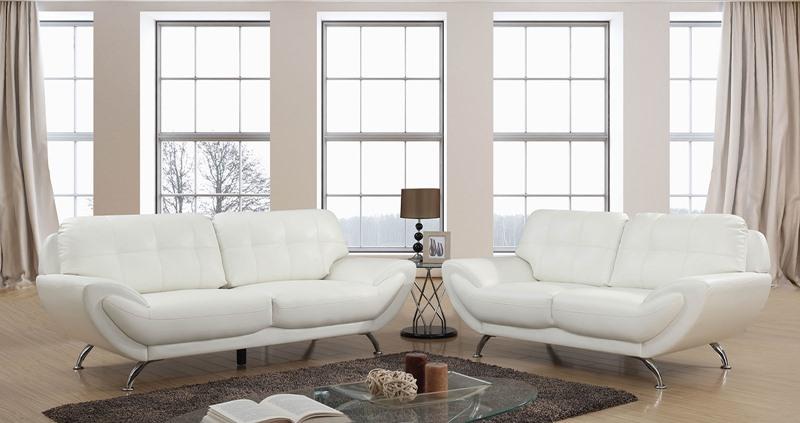 Reanna Living Room Set in White