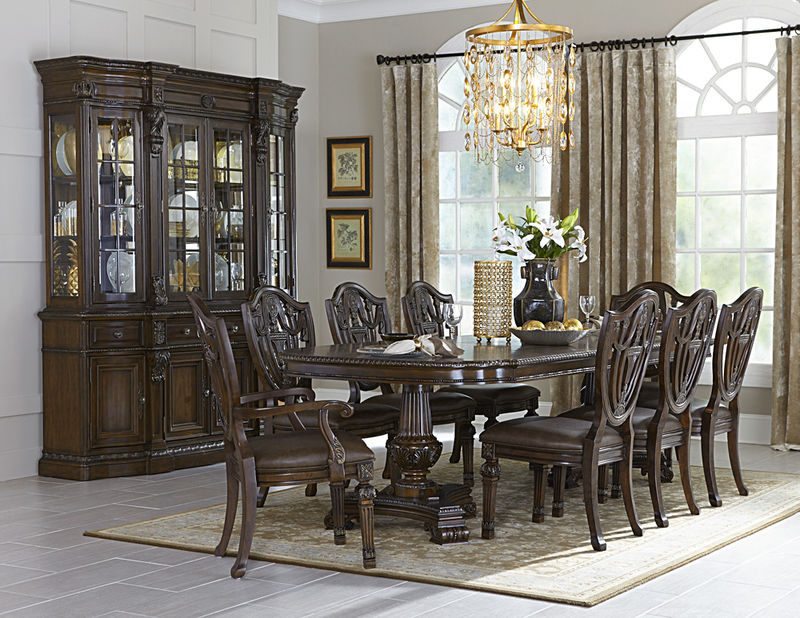 Chilton Formal Dining Room Set