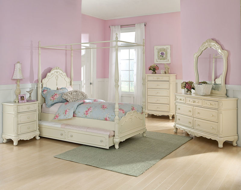 Cinderella Youth Bedroom Set with Canopy Bed in White Wash