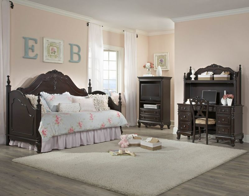 Cinderella Youth Bedroom Set with Daybed in Cherry