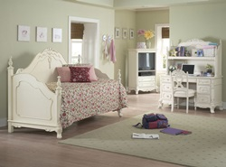 Cinderella Youth Bedroom Set with Daybed in White Wash