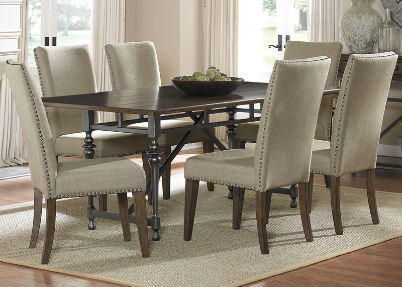 Ivy Park Formal Dining Room Set