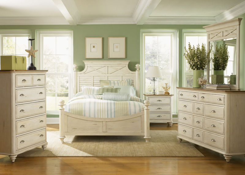 Ocean Isle Bedroom Set with Poster Bed