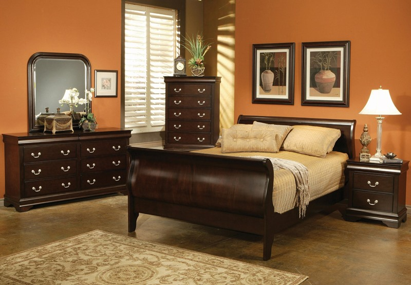 Louis Philippe Bedroom Set in Cappuccino