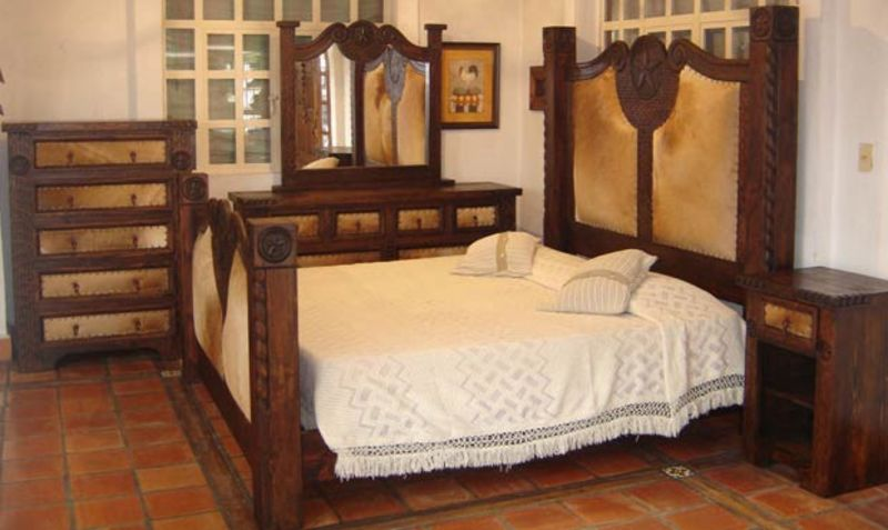 Prieta Grande Rustic Bedroom Set with Cowhide