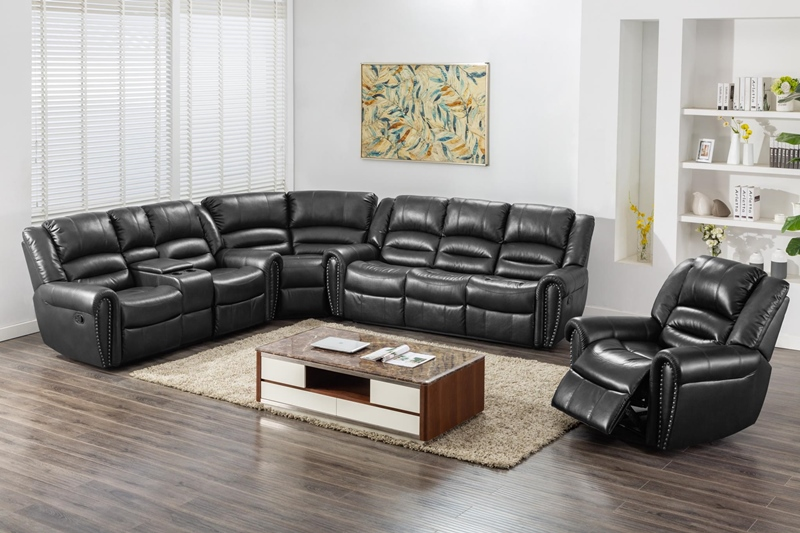 Braxton Sectional Living Room Set in Black